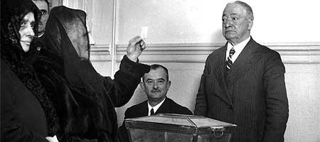 El logro del sufragio femenino en Espa�a, ahora hace 75 a�os, fue aprobado por las Cortes en 1931.