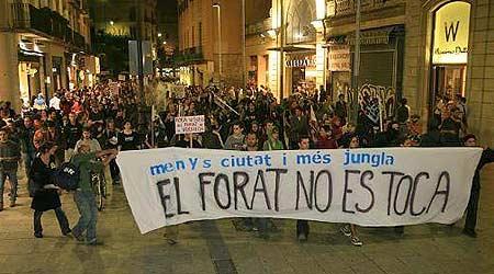 Jóvenes participantes en la manifestación