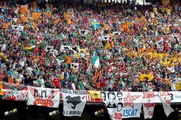 Aficionados en el amistoso Euskadi - Cataluña