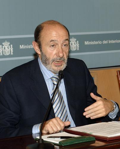 El ministro del Interior, Pérez Rubalcaba, desmiente los encuentros entre el Gobierno y Eta en Oslo. (Zipi / EFE)