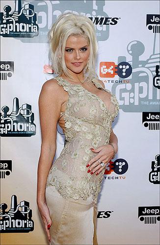 Anna Nicole Smith no asiste al funeral de su hijo 974b8636e9
