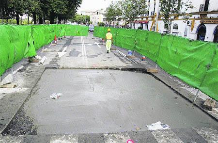 El socavón del metro en Paseo Colón provoca colas de 14 km