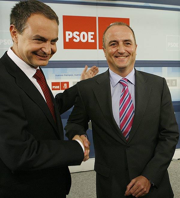 - El candidato del PSOE a la Alcaldía de Madrid, Miguel Sebastián  estrecha la mano del presidente del Gobierno, José Luis Rodríguez Zapatero.
