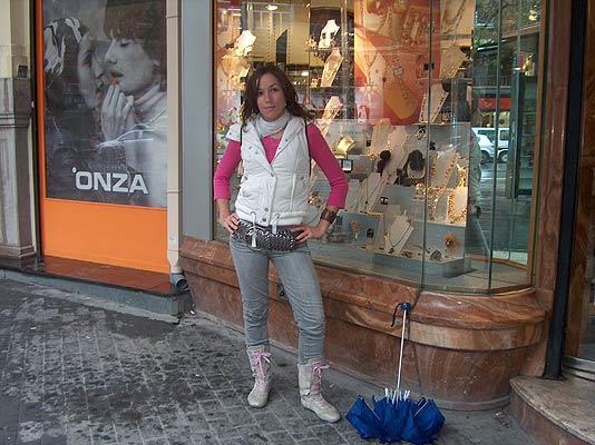 """juanis Valencia. Sonia Villagrán tiene 19 años y vive en Valencia. Estudia Psicología y tiene currillos ocasionales. """"Me gusta lo que está de moda y soy un poco pijilla""""."""