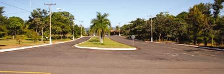 Imagen de una de las avenidas de la ciudad en venta.