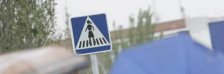 Las mitad de las señales en Fuenlabrada tendrán coleta y falda (Jorge París)