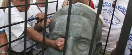 Busto de Fidel Castro en Miami