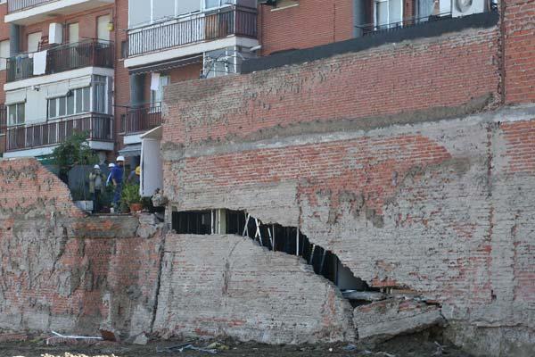 Grieta en los cimientos del edificio
