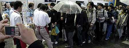 Colas y lluvia en Tokio para hacerse con la PS3