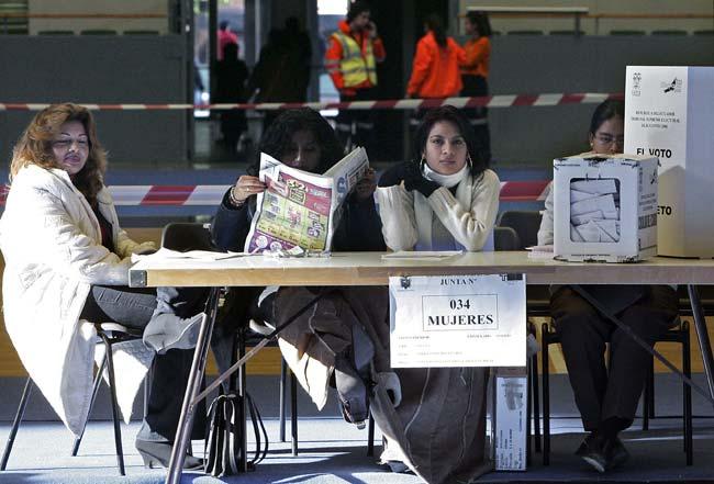 Ecuatorianos votando en España