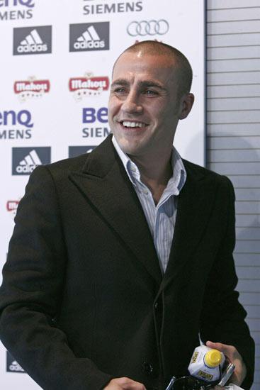 Cannavaro responde a sus críticos en rueda de prensa