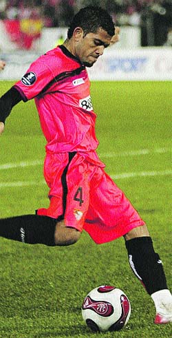 Dani Alves, un lateral que crece con el Sevilla