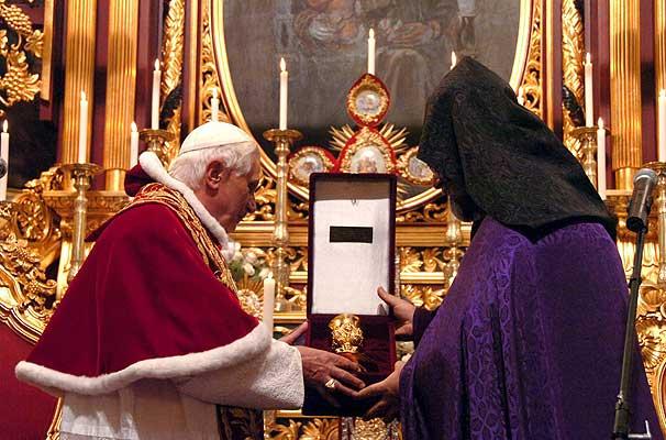 Visita del papa a Turqu�a: en la mezquta azul