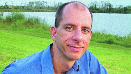 John P. Strelecky «Escribí 21 días seguidos y me salió un best seller»