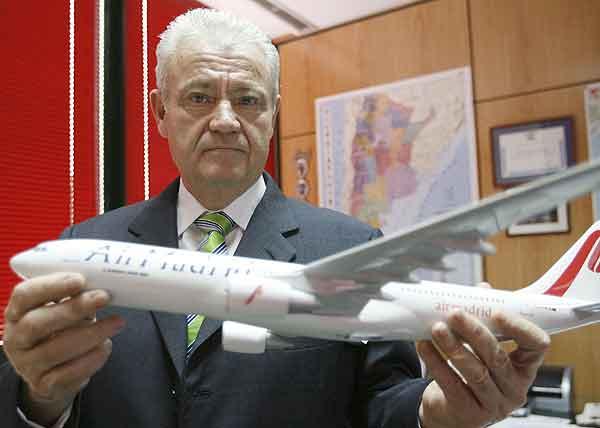 El presidente de Air Madrid, José Luis Carrillo, durante una entrevista con Efe