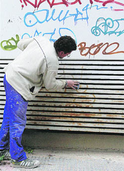 El arte de limpiar graffiti - Como limpiar grafitis ...