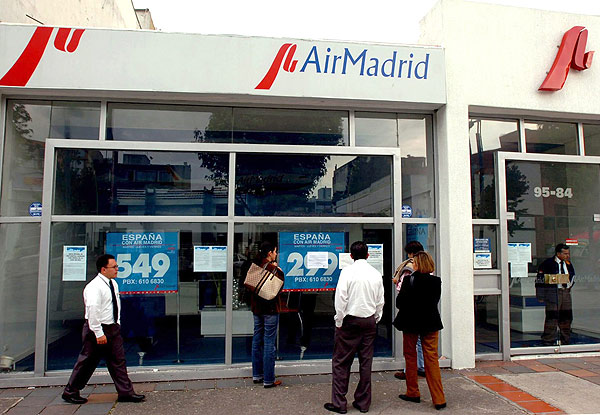 Fomento fleta un cuarto avi n con afectados de air madrid for Oficinas de air europa en madrid