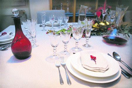 Aprende a como poner y sentarse a la mesa - Hoy Vida