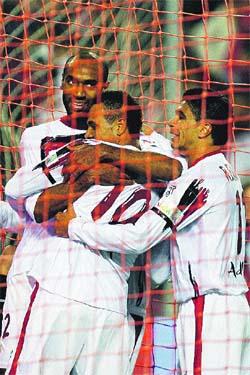 El Sevilla abraza la felicidad