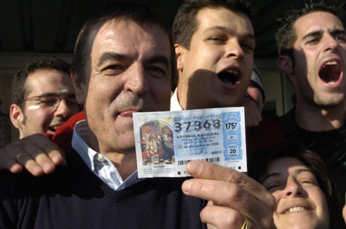 Un almacén en Chauchina (Granada ) ha repartido 30 millones de euros. (Juan Ferreras / Efe)