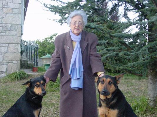 María Amelia con sus perros