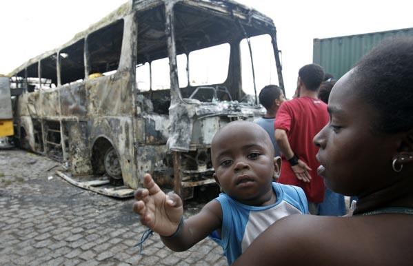 Autobuses quemados en Río