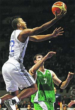 El Madrid se luce ante un ojeador de la NBA y Estudiantes gana