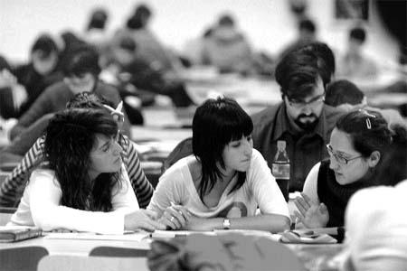 Las bibliotecas de la Universidad abren más horas por los exámenes