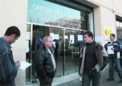 Colas interminables ante la oficina de Extranjería
