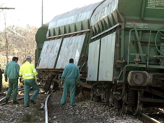 El tren que ha descarrilado en Jérica (Domenech Castelló / EFE)