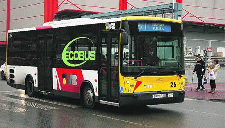 Estrenan autobuses especiales