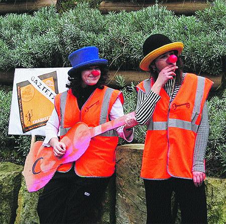 Jóvenes convierten una lonja del Casco en gaztetxe