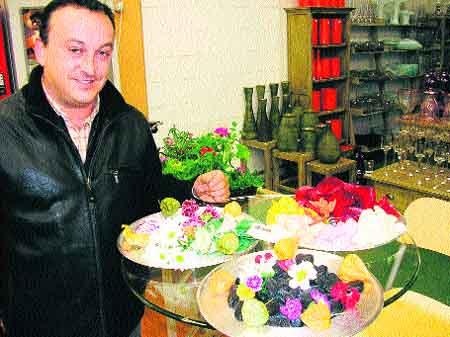 Los pétalos de rosa y las amapolas comestibles se ponen de moda en Murcia
