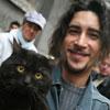 Pedro Garbajosa y su gato. (Sergio González)