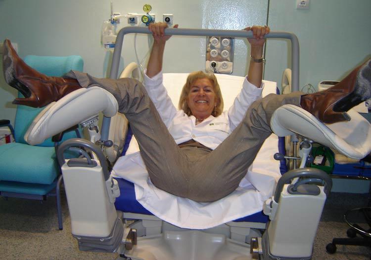 Un mando pone en manos de las madres el control del parto for Sillas para hospital