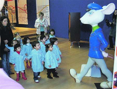 Los niños visitan al Ratoncito Pérez