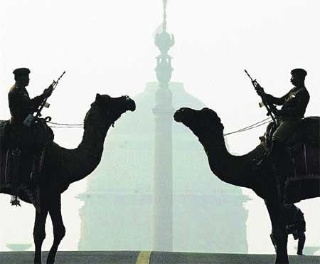 Camellos retirándose en la India