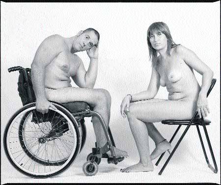 desnudos sin complejos y en silla de ruedas