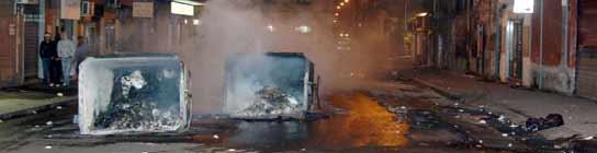 Contenedores quemados por ultras