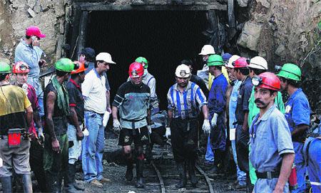Ya van 18 cadáveres de mineros rescatados
