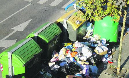 Acumulación de basuras en Castelldefels