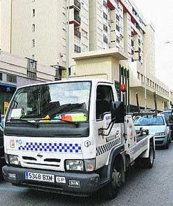 La grúa retira cada día 71 vehículos por infracciones