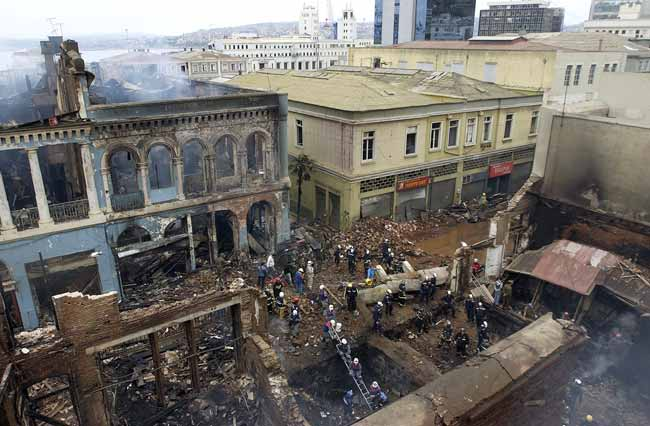 Estado en el que ha quedado parte del casco histórico de Valparaíso, tras el fuerte incendio del sábado