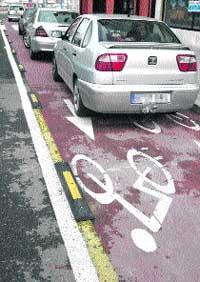 La mitad del carril-bici de Córdoba está destrozado