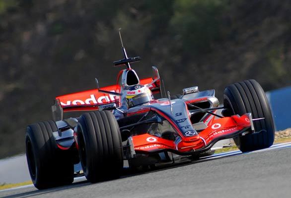 Pedro De la Rosa, a bordo de su monoplaza en el circuito de Jerez.