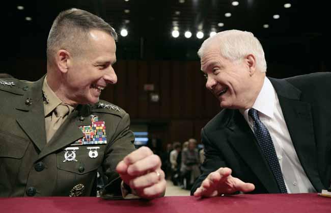 El jefe del Estado Mayor conjunto de Estados Unidos, Peter Pace (i) y el secretario de Defensa, Robert Gates