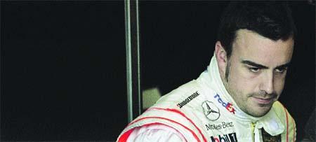 Alonso baja del podio por avería