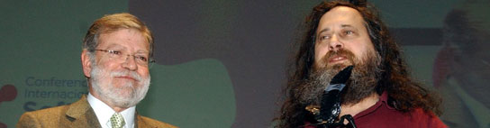 Juan Carlos Rodríguez Ibarra y Richard Stallman