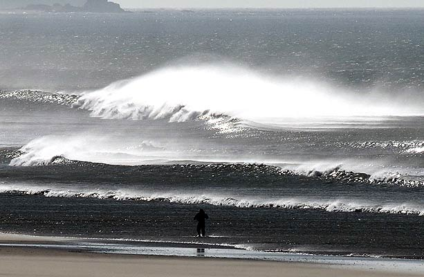 160207 mar picado en Cádiz. Olas bravas. Estado del mar en la playa gaditana de Barbate debido al fuerte viento que azota esta zona del litoral.