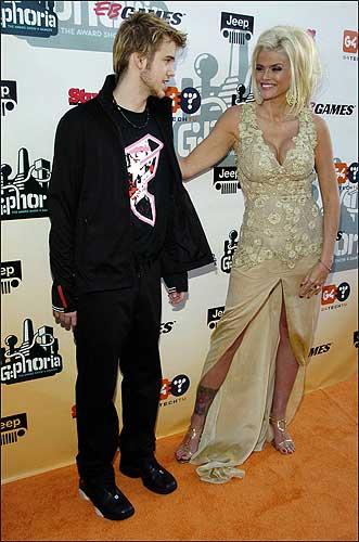 Según Wikipedia, Anna Nicole Smith se ahogó en su propio vómito 96e002e809